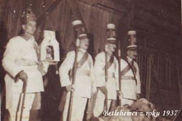 Koledníci. Kračúnovskí betlehemci z roku 1937.