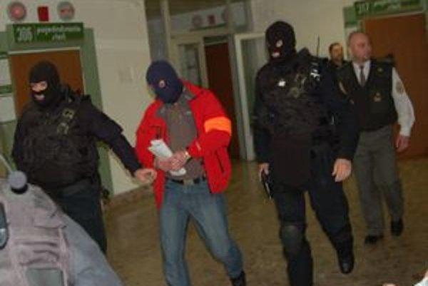 Chránený obžalovaný. Podľa našich informácií je Juraj Jambrich jediný, ktorý usvedčuje Sadikiho.