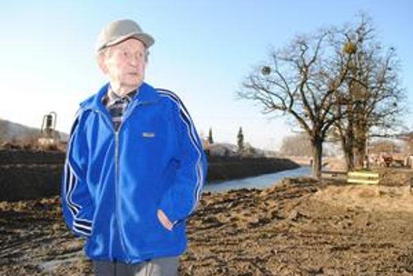 Pri ľavom brehu. Jozef Halagarda by bol rád, keby sa upravila aj ľavá strana rieky.
