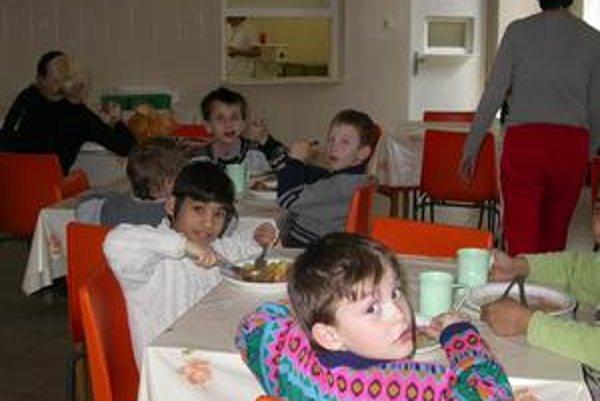 Jedálne. V regióne je veľa škôl, kde dotáciu na stravu dostávajú všetky deti.