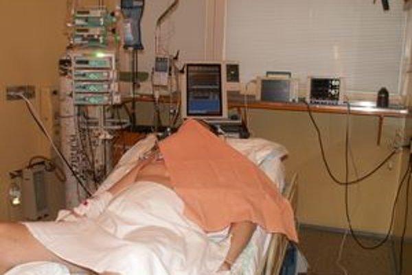 Životné funkcie. Prístroj dokáže monitorovať prietok krvi v mozgu.
