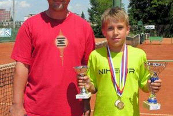 Tenisový talent. A. Molčan čoskoro okúsi tenis vo svete.