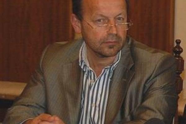 Primátor Hagyari. Opozícia ho obviňuje z výpredaja mestských budov.