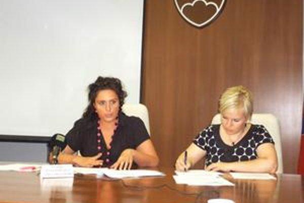 S. Pavlovičová (vľavo) tvrdí, že kontrola predložených projektov je náročná.