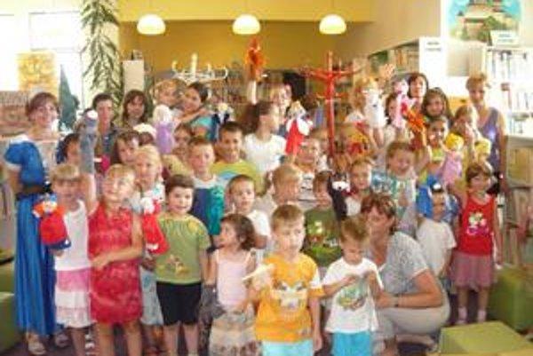 Rozprávkové potulky. Do knižnice prišlo 50 malých i veľkých návštevníkov.
