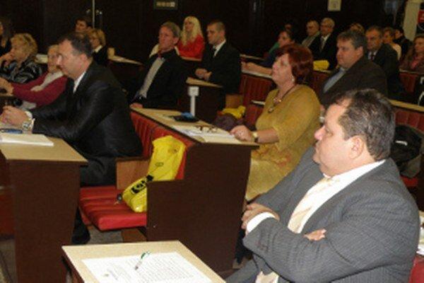 Poslanci v Handlovej aj na ďalšie štyri roky zriadili mestskú radu.