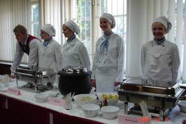 Študenti. Podujatie Tak chutí Európa, tak chutí Prešovský kraj odštartovalo v Hotelovej akadémii v Prešove.