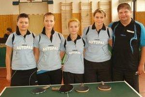 Úspešný tím OŠK Miňovce  - (zľava) Ľ. Jurková, S. Hudecová, E. Jurková, J. Mihaľová a L. Jurko.