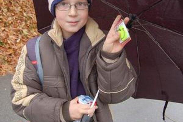 Lukáš Štofko od policajtov dostal smajlík aleták otom, ako sa zo školy dostane bezpečne domov.