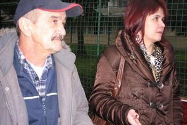 Vladimír Ragulský s dcérou. Do volebnej komisie už nedošli, po ceste mali nehodu.