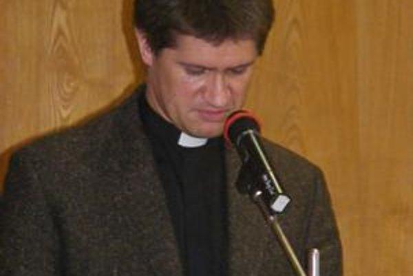 Marek Kunder. Na zastupiteľstve žiadal, aby boli peniaze pre cirkev zaradené priamo do nového rozpočtu.