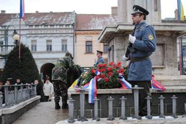 Pietny akt. Pri pamätníku osloboditeľov v Prešove.