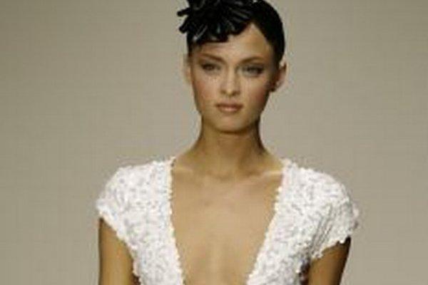 Modelka predvádza kreáciu značky Krizia.
