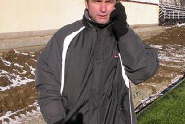 """Erik Bogdanovský. Športový riaditeľ v súčasnosti """"žhaví"""" telefóny."""