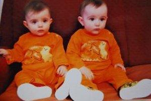 Dvojičky. Gabika a Gabriel vyrastajú u švagrinej.