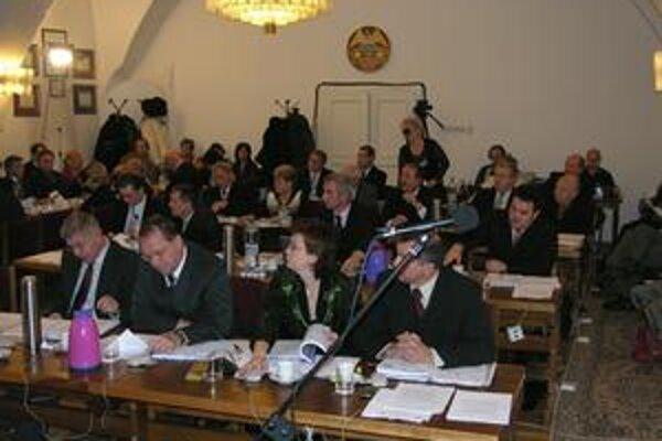 Zastupiteľstvo. Bardejovskí poslanci informáciu o neúspechu obchodnej súťaže zobrali na vedomie.