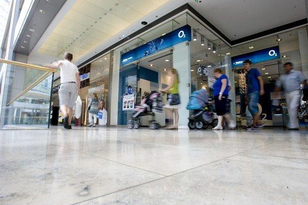 Vzhľad predajní či webstránky O2 sa nezmenia, zákazníci si nové meno všimnú na faktúre či dverách predajne.
