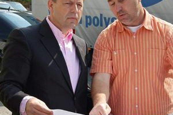Konzultácie na stavbe. Pavel Hagyari (vľavo) a Jozef Oravec