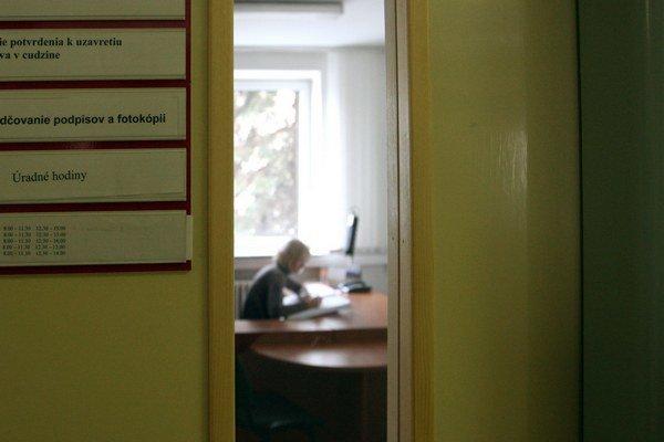 K najmenej spokojným zamestnancom patria ľudia v štátnej správe.