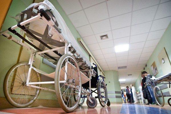 Dodávatelia nemocniciam nedôverujú, tak sú pre ne ceny vyššie.