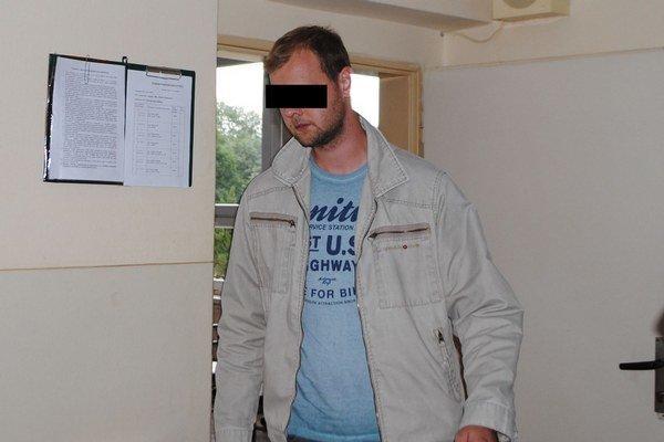 Policajt Tomáš P. Podľa Okresného súdu v Trebišove je nevinný. Rozsudok ešte nie je právoplatný.