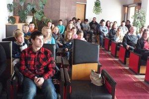 Mladí spisovatelia. Do súťaže sa zapojilo 40 nadaných prozaikov i poetov.