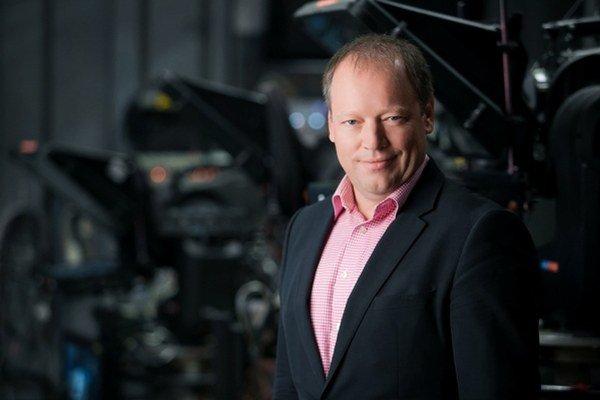 Matthias Settele začínal ako regionálny televízny a rozhlasový reportér rakúskej ORF. Neskôr prešiel na manažérske pozície v nemeckej televízii RTL. Sedem rokov pracoval ako konzultant pre televízne stanice v celej Európe. Pred Markízou pracoval u jej maj