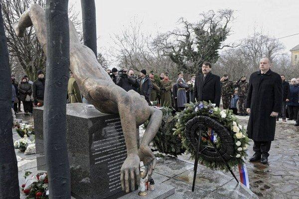 Pamätník obetiam havárie v Hejciach.