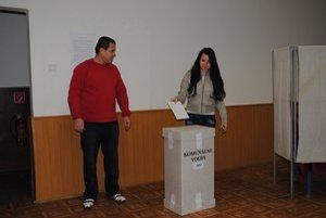 Štefan Beľuš a Magdaléna Beľušová. Otec s dcérou prišli voliť, lebo každý hlas je potrebný.