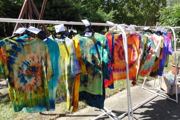 Takéto tričká si za pár chvíľ vyrobili seniori zo župných sociálnych zariadení.