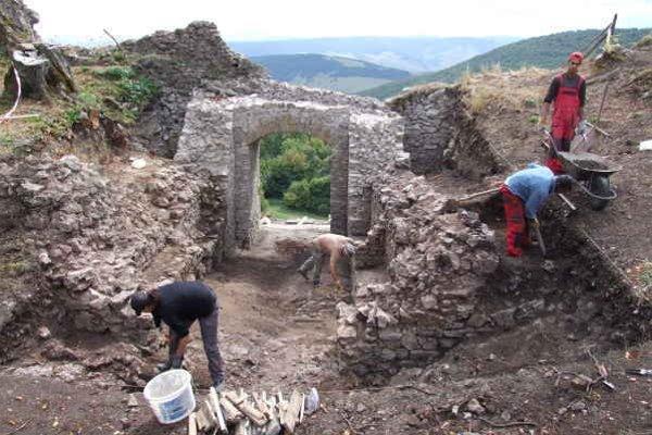 Hanigovský hrad. Na záchrane a jeho obnove budú pokračovať i v tomto roku.