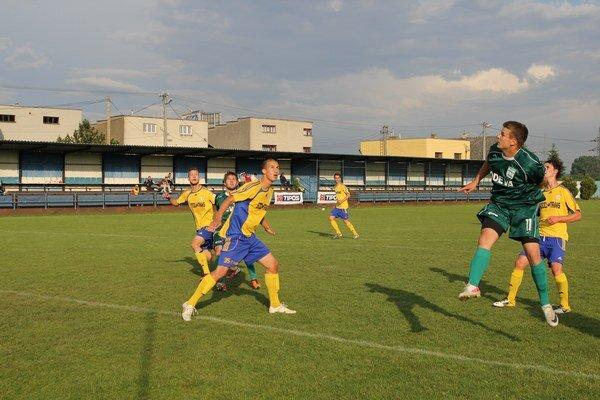 Otvoril skóre. Prvý gól Lipian v záverečnom vystúpení dal Hovanec (druhý sprava).