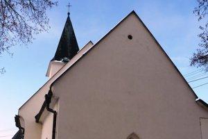 Kostol v Orkucanoch. Pohľad na fasádu zvýchodu.