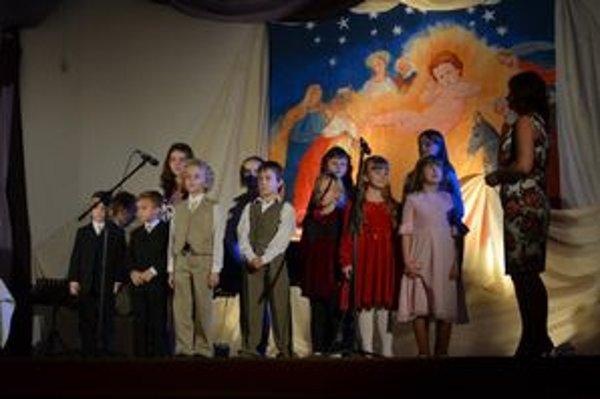 Prípravný zbor v Lipanoch. Pod vedením Kataríny Cvancigerovej.
