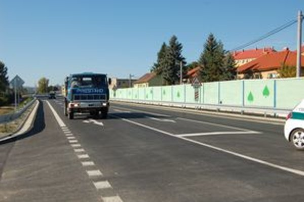 Nová cesta v Lipanoch. Štát za ňu zaplatil o milión viac ako pôvodne plánoval.