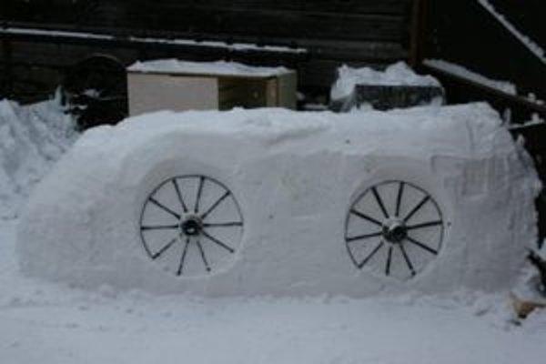 Snežný bar. Do soboty by mal byť hotový.