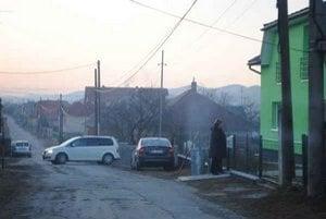 Ulice v dedine. Naposledy boli opravené pred 18 rokmi.