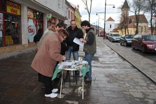 Ochranári z VLK-a. V Sabinove podpisovali ľudia petíciu za to, aby sa v Čergove menej ťažilo.
