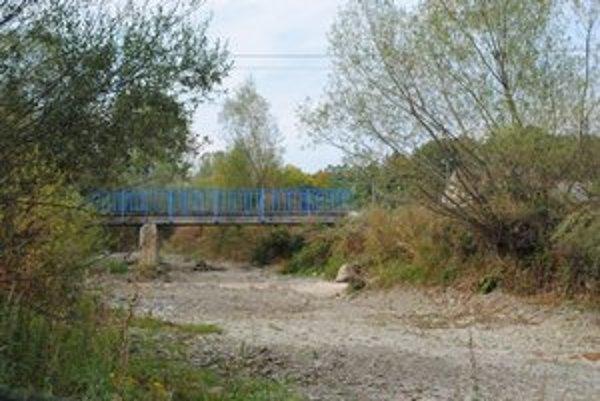Kučmanovský potok. Potok je úplne vyschnutý už dva roky.