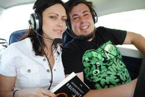 Krst knihy. Uskutočnil sa v lietadle.