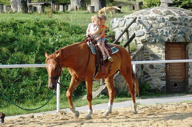 Na Ranči Breziny si jazdu na koňoch užijú všetky vekové kategórie.