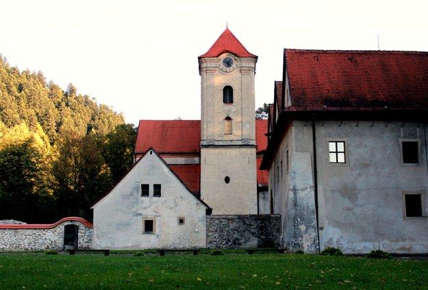 Červený kláštor preslávila legenda o lietajúcom Cypriánovi.