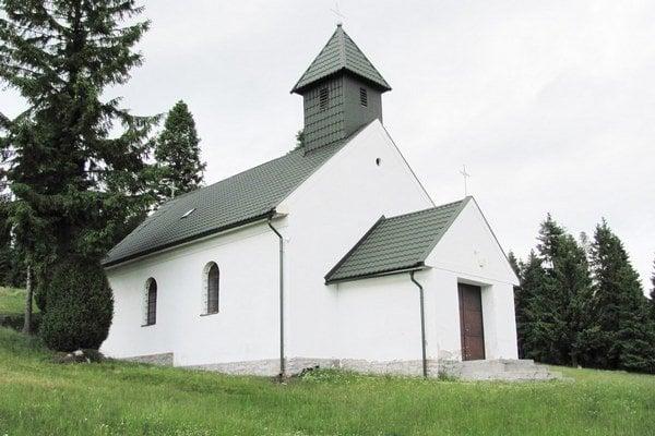 Kaplnka Panny Márie Snežnej. Ku kaplnke prichádzajú pútnici začiatkom augusta.