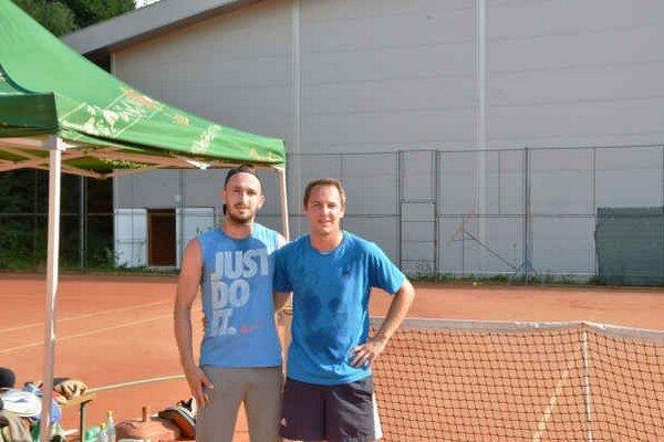 Finalisti. Už tretíkrát sa do finále tenisového turnaja Soccer Café Cup prebojovali T. Havko a G. Gallo (vpravo).