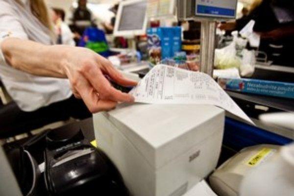 Podnikatelia budú kupovať kvalitnejšie pásky do pokladníc.