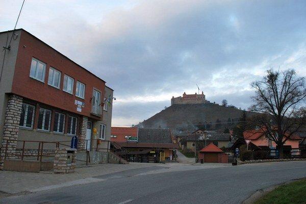 Krásnohorské Podhradie. Obec je 15. najkrajšia na Slovensku.