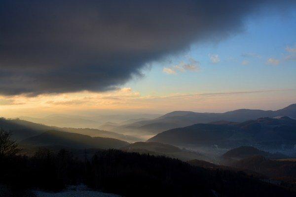 Fotografia týždňa. Pohľad zDobšinského kopca vskorých ranných hodinách.