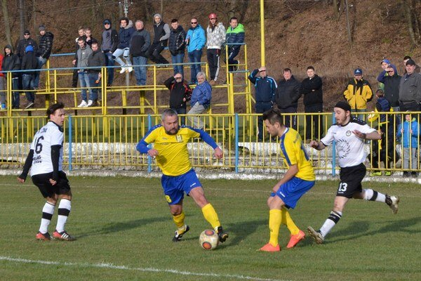 Návrat. V mužstve MFK Rožňava nastúpil aj skúsený hráč Miloš Gallo.