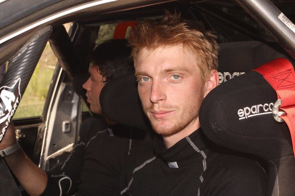 Tomáš Ondrej. Sadne si do S2000.