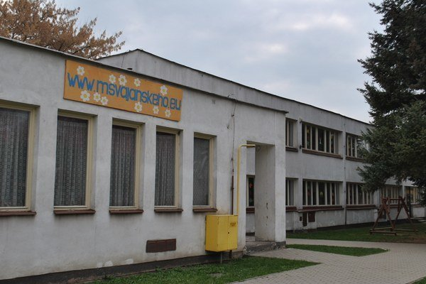 """MŠ Vajanského ulica. Budova tejto škôlky """"sadá"""". Situáciu bude mesto riešiť aj so statikom."""